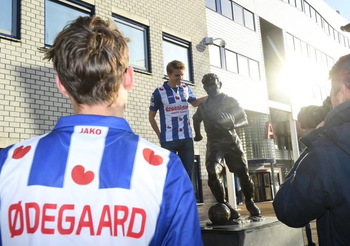 apresentação de odegaard no heerenveen (Foto: Divulgação / Heerenveen)