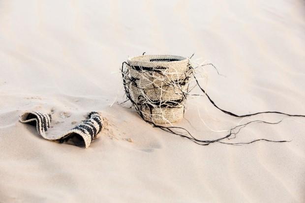 Cachepôs. Tramados com linha de buriti em tingimento natural, os modelos de 17,50 x 6 cm saem por R$ 180 cada um (Foto: Kenji Nakamura / Divulgação)