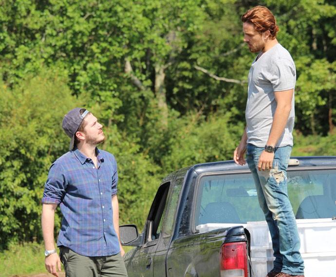 Felipe diz para Afonso que ama Lívia (Foto: Carolina Rios/Gshow)