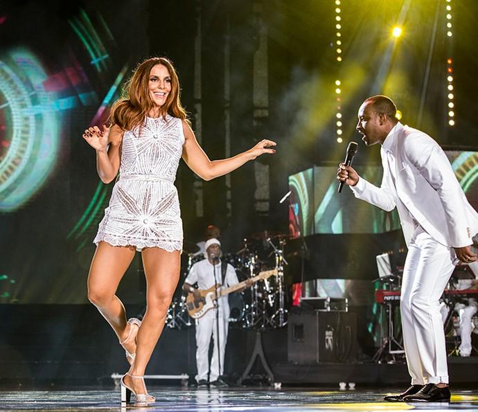 Ivete Sangalo samba com Thaiguinho no palco do Show da Virada (Foto: Ellen Soares/Gshow)