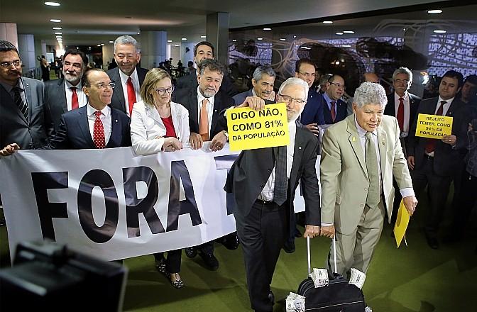 Manifestação de deputados da oposição contra o presidente Michel Temer  (Foto: Antonio Augusto / Câmara dos Deputados)