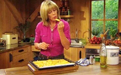 Aprenda a fazer batata frita de forno: seca e crocante
