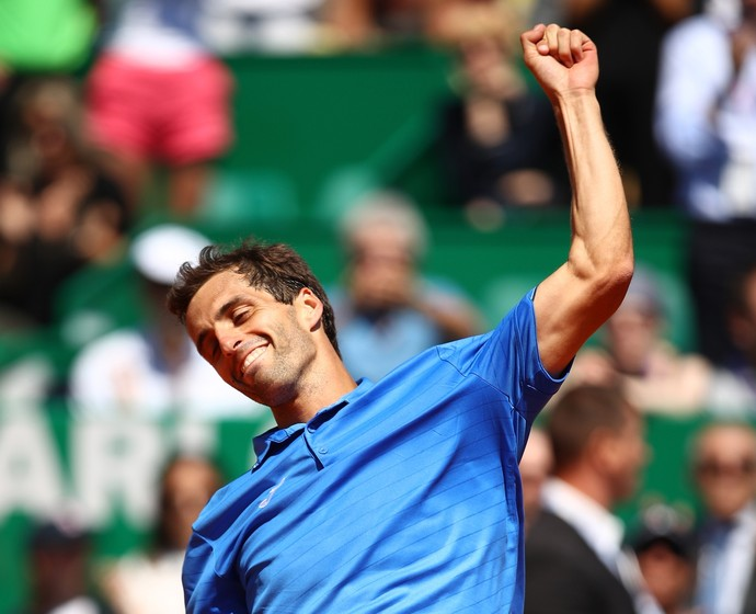 Albert Ramos-Vinolas comemora vitória sobre Andy Murray em Monte Carlo (Foto: CLIVE BRUNSKILL / GETTY IMAGES EUROPE / Getty Images/AFP)