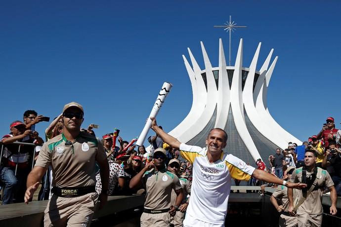 Vanderlei Cordeiro de Lima revezamento tocha  (Foto: Reuters)