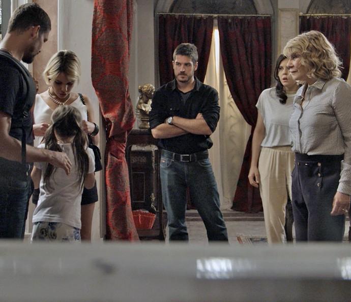 Aninha aparece na mansão dos Stewart (Foto: TV Globo)