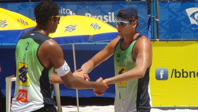 Jô e Márcio Gaudie vôlei de praia  (Foto: Viviane Leão/GloboEsporte.com)