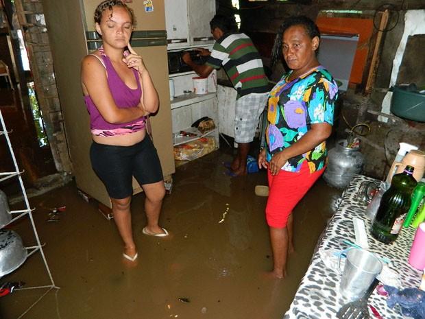 Água invadiu várias casas da Favela do Piolho  (Foto: Arquivo Pessoal/Jéfferson Emmanuel)