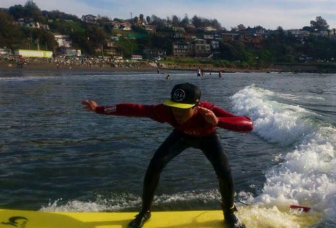 Lucas Retamales lamenta destruição da escolinha de surfe (Foto: Reprodução / Facebook)