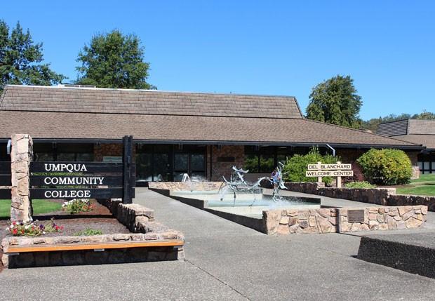 Imagem da faculdade onde ocorreram os tiros, na página da UMPQUA Community College em rede social (Foto: Reprodução/Facebook/UMPQUA)