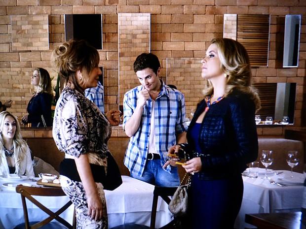 Pamela vê a mãe de Jonas com Danilo e Megan (Foto: Geração Brasil / TV Globo)