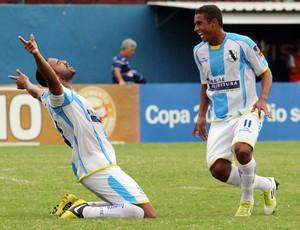 Diego comemora gol pelo Macaé (Foto: Tiago Ferreira)