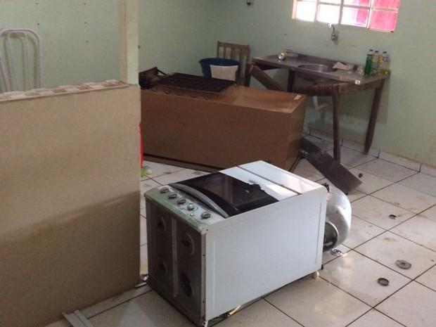 Duas casas foram depredadas após confusão em comício de candidata a prefeita em Juranda (Foto: Arquivo pessoal/Paulo Valente)