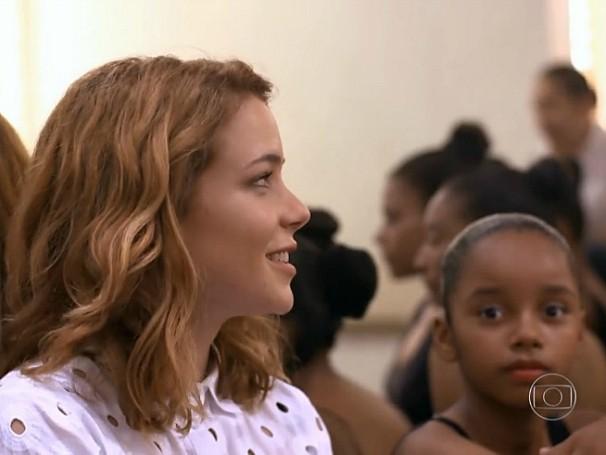 Leandra Leal visitou a Edisca, em Fortaleza e anunciou que eles serão beneficiados pelo Criança Esperança (Foto: Globo)