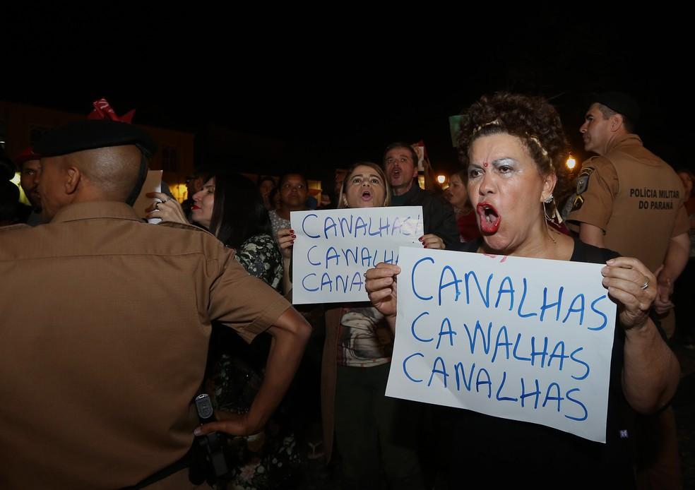 Casamento de Maria Victoria foi alvo de protesto  (Foto: Giuliano Gomes/PRPRESS)