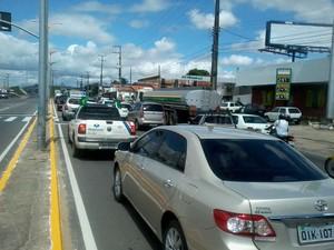 O trânsito lento na Avenida Raul Barbosa (Foto: Thiago Conrado/G1)