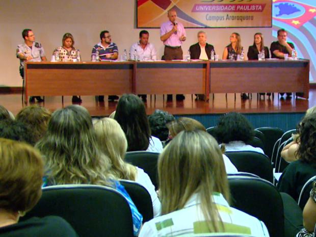 Encontro debate sobre alto índice de violência verbal e física contra deficientes em Araraquara (Foto: Wilson Aiello/ EPTV)