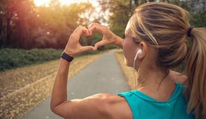 Mulher coração euatleta (Foto: Istock Getty Images)