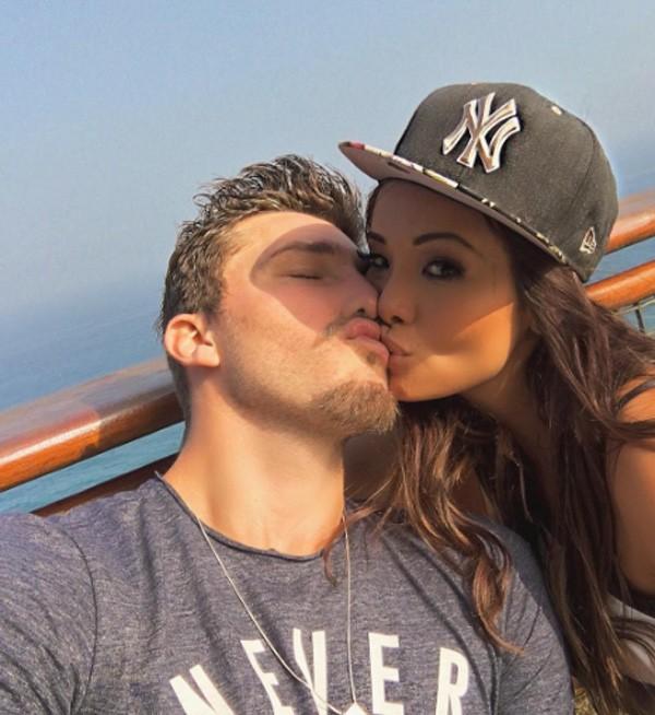 Carol Nakamura com o namorado, o jogador de futebol Aislan Lottici (Foto: Reprodução/Instagram)