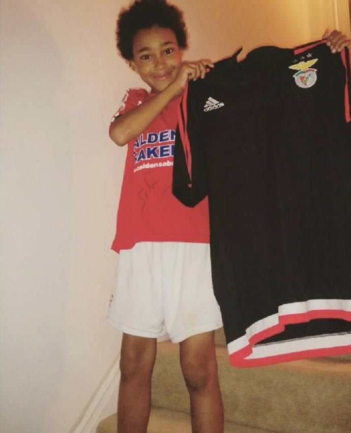 BLOG: Luisão dá camisa do Benfica a torcedor de 11 anos e vira herói em Toronto