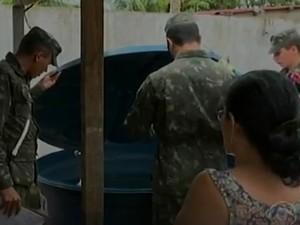 Exército combate mosquito Aedes aegypti em Afrânio, PE (Foto: Reprodução/ TV Grande Rio)