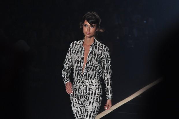 Thaila Ayala desfila pela Ausländer no Fashion Rio (Foto: Roberto Teixeira / EGO)