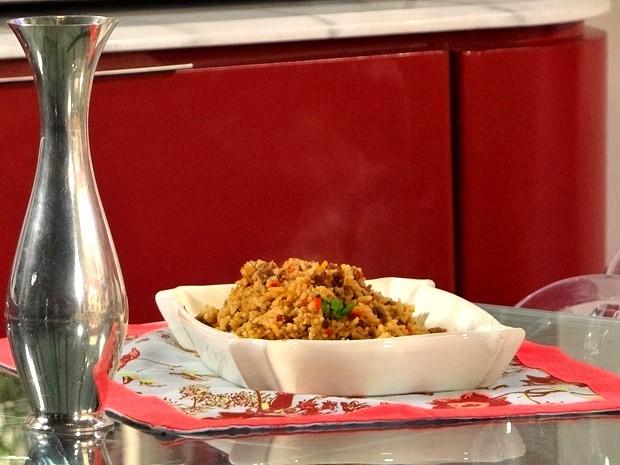 Chayene adora um arroz Maria Isabel. Aprenda a fazer essa delícia! (Foto: Cheias de Charme / TV Globo)