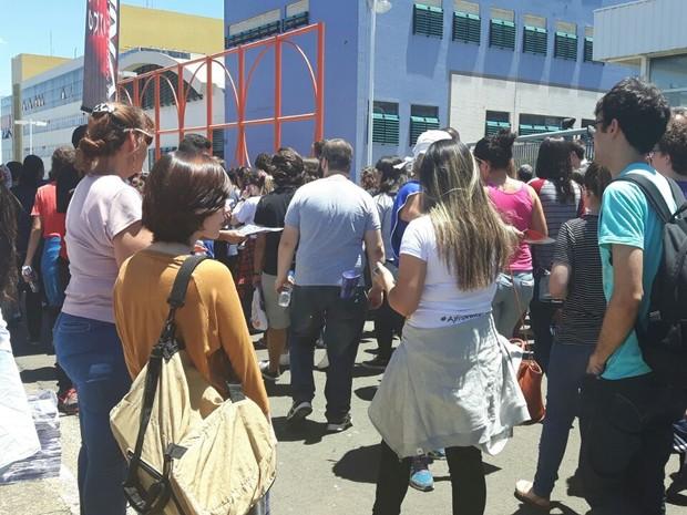 Portões são abertos no maior local de prova da 1ª fase da Unicamp em Campinas (Foto: Arlete Moraes / G1)