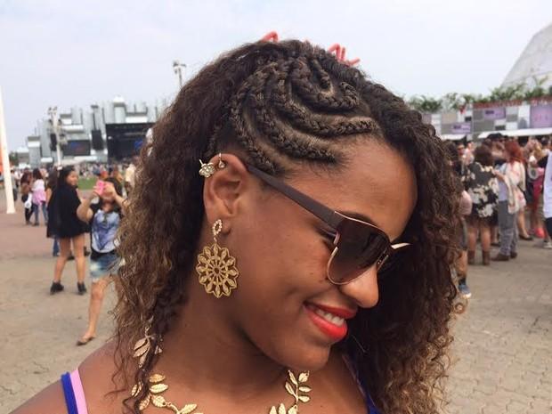 Trança na lateral do cabelo foi inspirada na cantora Rihanna (Foto: Cristina Boeckel/G1)