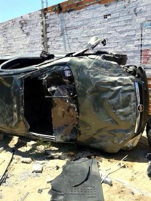 Carro onde vinha soldado da PM capotou após colisão (Foto: Arquivo Pessoal)