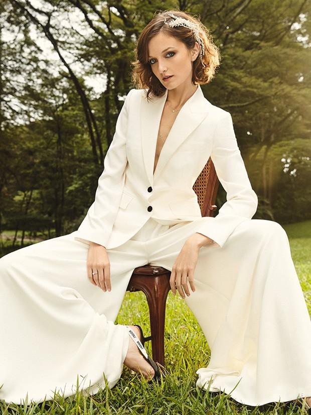 Blazer branco é opção sofisticada para as noivas fashionistas (Foto: Rodrigo Bueno (SD MGMT))