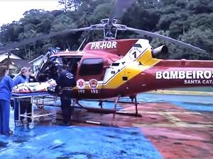 Criança foi encaminhada pelo Helicóptero Arcanjo dos Bombeiros até o hospital (Foto: BOA/Divulgação)