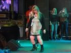 Ana Paula Almeida se empolga e vai até o chão em festa no Rio