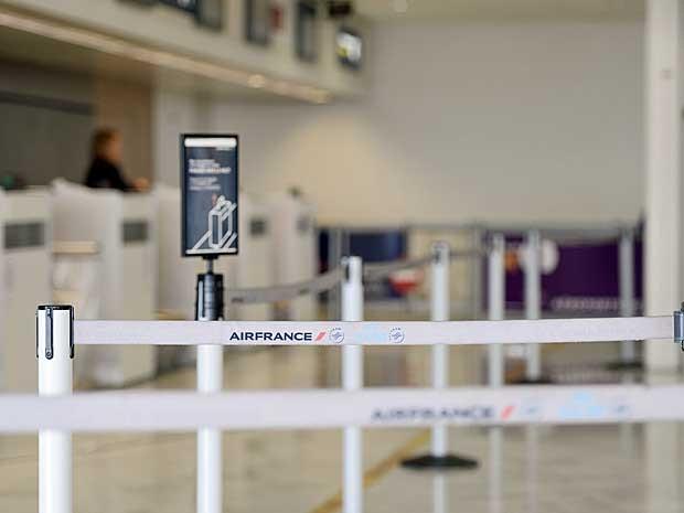Check-in da Air France do Aeroporto de Orly, na França, não atendeu passageiros nesta terça-feira (16). (Foto: Stephane de Sakutin / AFP Photo)