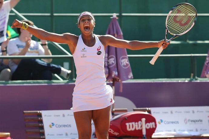Teliana Pereira é campeã do WTA de Florianópolis (Foto: Cristiano Andujar / Divulgação)