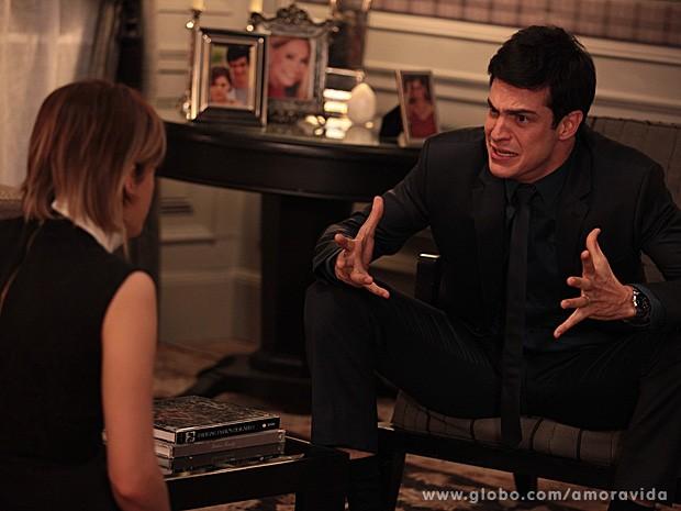 Félix confessa para Edith que jogou Paulinha na caçamba (Foto: Amor à Vida / TV Globo)