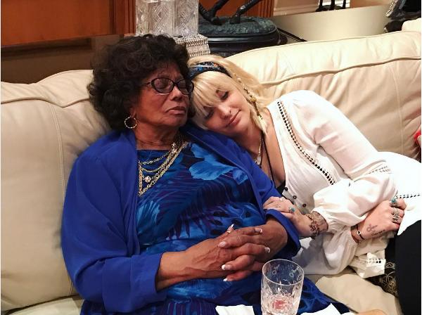 Paris Jackson com sua avó, Katherine Jackson (Foto: Instagram)