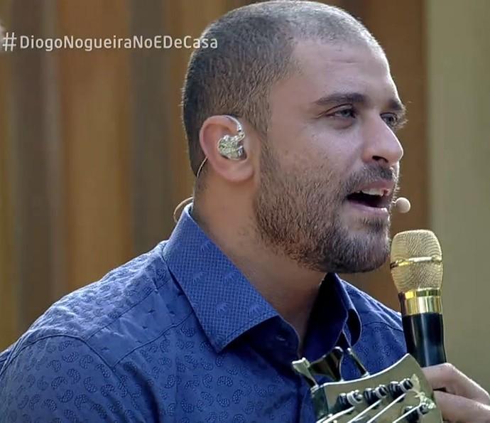 Diogo Nogueira canta no 'É de Casa' (Foto: TV Globo)