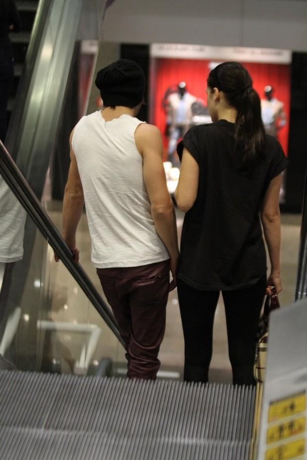 Sophia Abrahão e Fiuk em shopping do Rio (Foto: Henrique Oliveira / Foto Rio News)