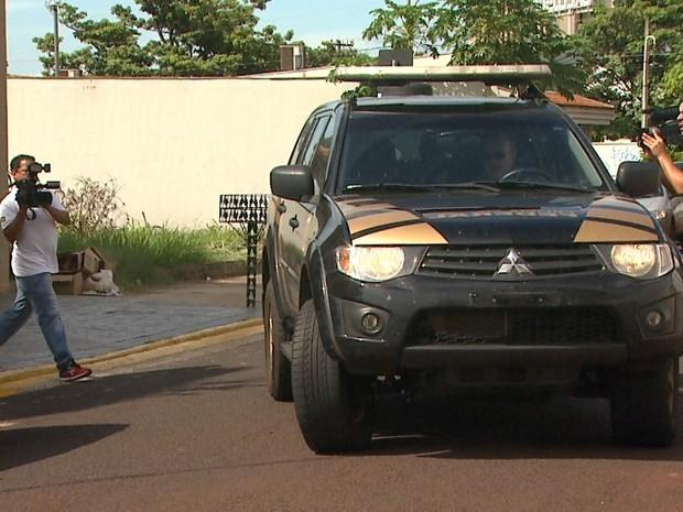 Suspeito foi preso em Bragança Paulista e levado ao Centro de Detenção Provisória de Ribeirão Preto (Foto: Ronaldo Oliveira/EPTV)