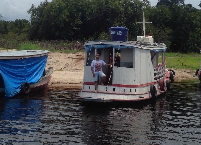 Passeio de barco... (Foto: Paneiro)