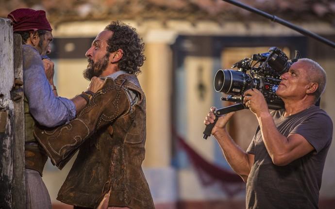 Domingos Montagner e Irandhir Santos rodam cenas como Santo e Bento; depois do embate contra Cícero, papel de Marcos Palmeira, os irmãos acertam as contas (Foto: Felipe Nahon/ Gshow)