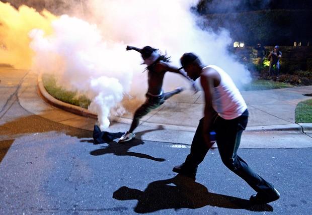 Morte de Keith Scott provocou protestos violentos na cidade (Foto: Jeff Siner/The Charlotte Observer/AP)