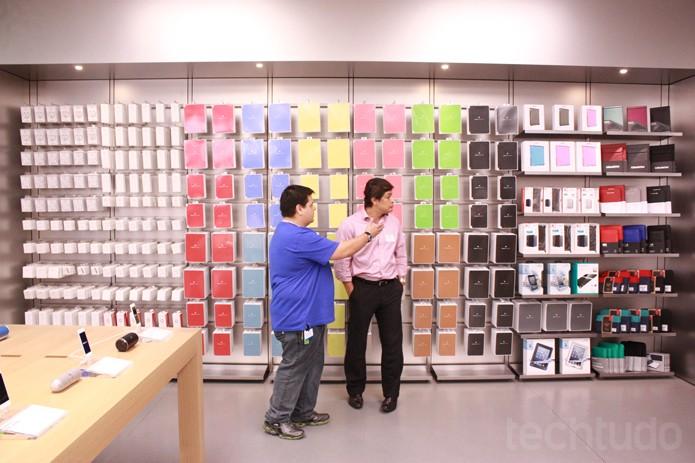 Acessórios na Apple Store (Foto: Allan Melo / TechTudo)