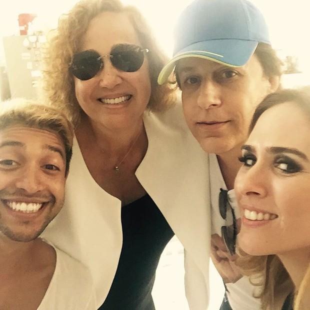 Cláudia Jimenez, Tom Cavalcante e Tatá Werneck em festa de aniversário da atriz (Foto: Reprodução/Instagram)