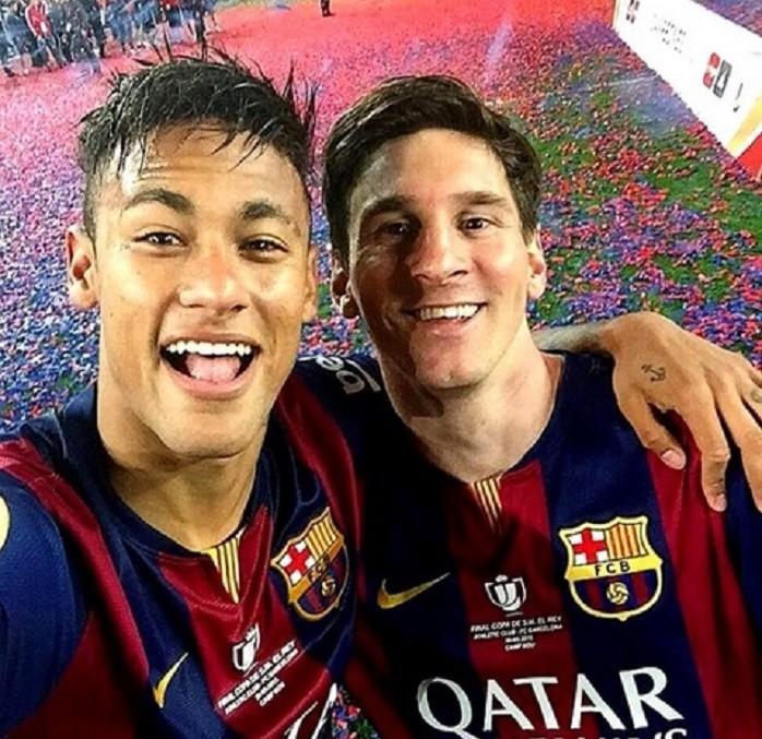 Selfie Messi e neymar (Foto: Reprodução Twitter)
