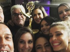 Walcyr Carrasco comemora com atores prêmio no Emmy Internacional em Nova York, nos Estados Unidos (Foto: Instagram/ Reprodução)