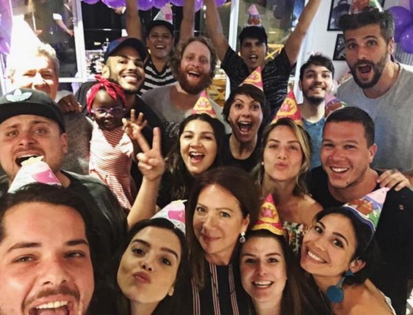 Família reunida na festa de aniversário de Deborah Ewbank (Foto: Reprodução/Instagram)