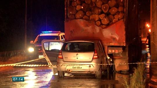 Motorista morre após carro bater em carreta estacionada em Mato Grosso