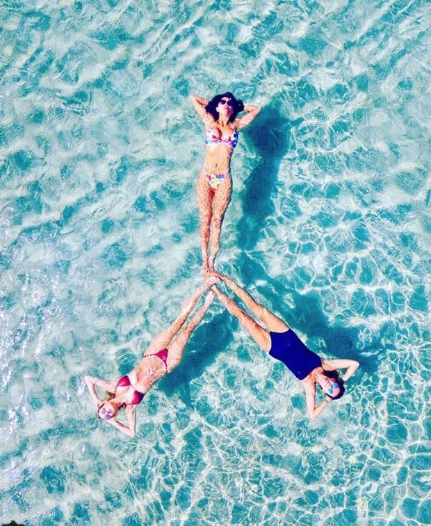 Nicole Scherzinger (acima) e amigas (Foto: Reprodução/Instagram)