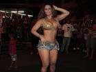 Viviane Araújo exibe barriga sarada e diz: 'Não tem segredo'